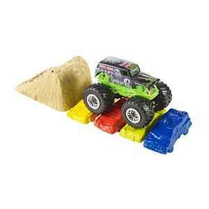 Hot Wheels® Monster Jam® Crash & Carry™ Playset