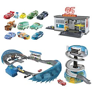 Disney••Pixar Cars 3 Playsets + Vehicles Gift Set