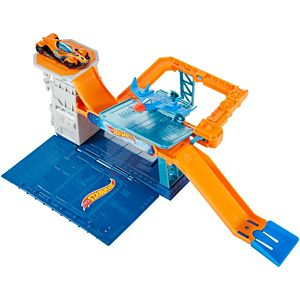 Hot Wheels® Sky-Base Blast™ Play Set