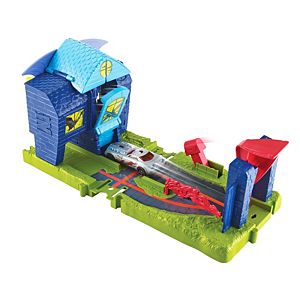 Hot Wheels® City Bat Manor Attack™ Play Set