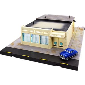 Disney and Pixar Cars Precision Series Doc's Ornament Valley Mechanical Clinic Playset