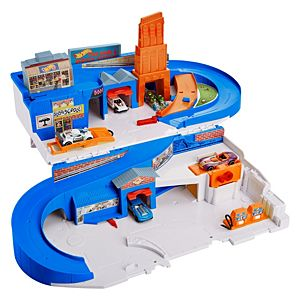 Hot Wheels® Flying Customs Sto & Go Track Set