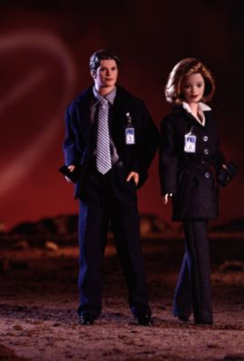 The X-Files Giftset   19630   Barbie Signature