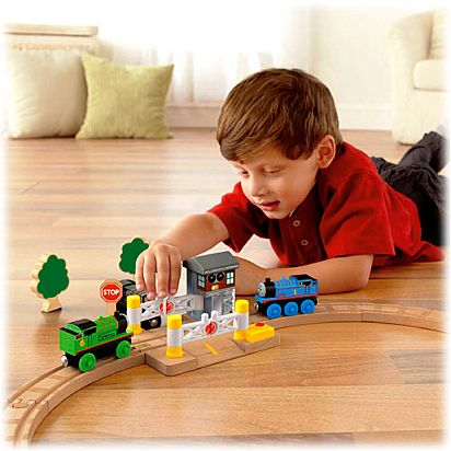 Thomas & Friends™ Wooden Railway Deluxe Railroad Crossing